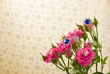 Free Pink Roses With Jewellery Royalty Free Stock Images - 10130449