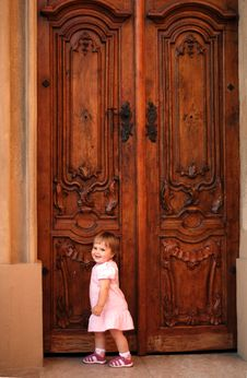 Free Little Girl Knocking At The Door Royalty Free Stock Photo - 10131485