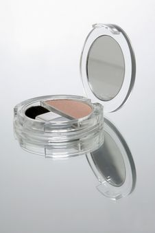 Free Blusher Compact With Brush And Mirror Stock Photography - 10132062