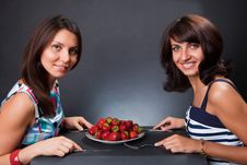 Free Plate With A Strawberry Royalty Free Stock Photography - 10134367