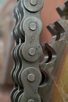 Free Chain And Cogwheel Royalty Free Stock Photo - 10135045