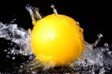 Free Orange In Splash Royalty Free Stock Photography - 10136897