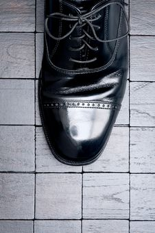 Free Leather Business Shoe On A Dark Background Stock Image - 10137671