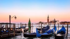 Free Venetian Gondolas Royalty Free Stock Photos - 101314518