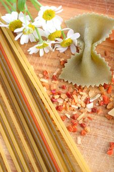 Free Spaghetti, Farfalle And Species Royalty Free Stock Photo - 10140465