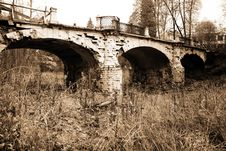 Free Classic Old Bridge Royalty Free Stock Photography - 10140777