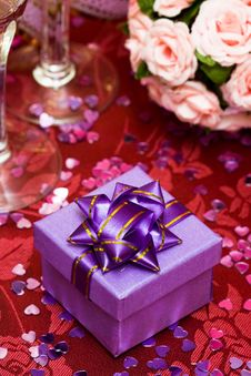 Free Gift Box With Bow Stock Photography - 10142102
