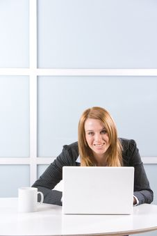 Free Business Woman Laptop Royalty Free Stock Photos - 10144888