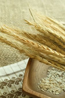 Free Wheat Ears And  Bowl On Sacking Royalty Free Stock Photo - 10149205