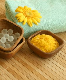 Free Bath Salt, Towel, And Gerber. Royalty Free Stock Photo - 10149605