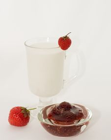 Free Cup Milk With Berries Stock Images - 10158894