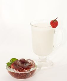 Free Cup Milk With Berries Royalty Free Stock Photos - 10158908
