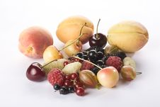 Free Assorted Summer Berries And Apricots Stock Photography - 10172912