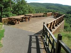 Free Scenic Mountain Overlook Deck Royalty Free Stock Images - 10173649