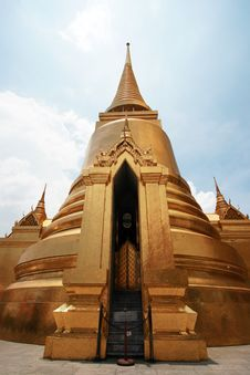 Free Thai Golden Pagoda At Wat Prakaew Stock Photos - 10178473