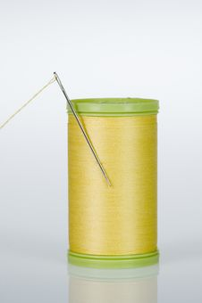 Free Needle And Thread - Yellow Stock Photography - 10179882
