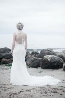 Free Alone, Beach, Bride, Dress Royalty Free Stock Images - 101745469