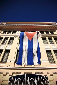 Free The Flag Of Cuba On A Building Royalty Free Stock Image - 10180826