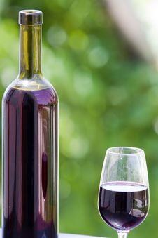 Free Wine At Table Royalty Free Stock Images - 10182899
