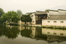 Free Hongcun, Traditional Chinese Buildings And Water Royalty Free Stock Images - 10186359