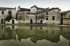 Free Ancient Chinese Buildings Reflected On Water Royalty Free Stock Photo - 10186435