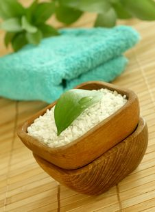 Free Bath Salt In Wooden Bowl And Towel Royalty Free Stock Photos - 10188258