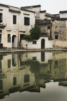Free Hongcun Vllage, Houses Reflected On Water Royalty Free Stock Photography - 10188777