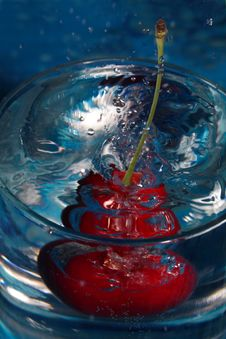 Free Cherry Water Splash Stock Image - 1022431