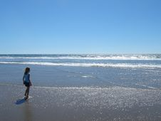 Free Little Girl And The Beach Stock Images - 1023834