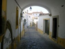Free Typical Street Of Évora VIII Royalty Free Stock Photography - 1024777