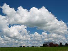 Free Red Barn, Fluffy Clouds Royalty Free Stock Image - 1025156