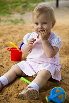 Free Little Girl In Sandbox Royalty Free Stock Photography - 10200097
