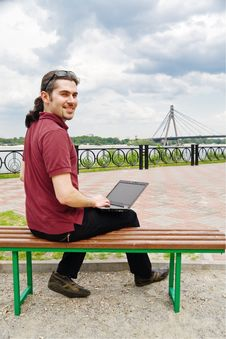 Free Guy With Laptop In The Park Royalty Free Stock Photos - 10206508
