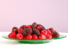 Free Blackberries And Raspberries Royalty Free Stock Photos - 10207588