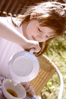 Free The Beautiful  Little Girl Pours Hot Tea Royalty Free Stock Photography - 10210697
