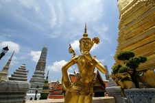 Free Golden Thai Angel Statue And Monument Tower Royalty Free Stock Images - 10214299