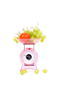 Free Kitchen Scales With Fresh Tomatoes And Grapes Royalty Free Stock Images - 10218859