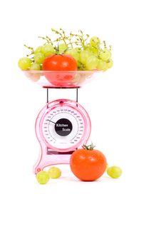 Free Kitchen Scales With Tomatoes And Grapes Stock Images - 10218864