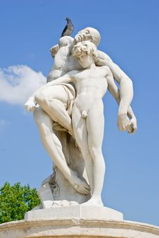 Free Statue In The Tuileries Royalty Free Stock Photography - 10226727