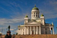 Free Helsinki Cathedral With A Statue Of Alexander II Royalty Free Stock Images - 10229879
