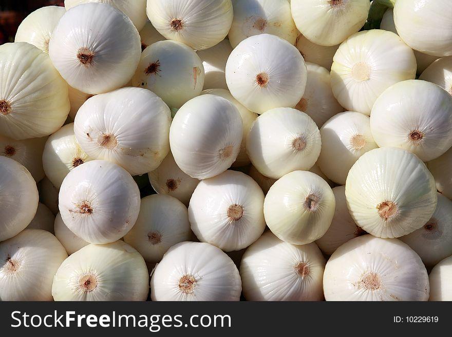 Peeled White Onions