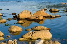 Free Stones In Sea 1 Royalty Free Stock Images - 10237039
