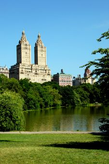 NYC: Central Park And Luxury Apartments