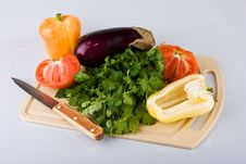 Free Vegetables On Chopping Board Royalty Free Stock Images - 10253569