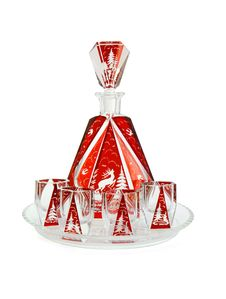 Free Red Crystal Carafe And Liqueur-glasses On Round Pl Royalty Free Stock Photography - 10253897