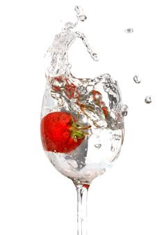 Free Strawberry In Water Royalty Free Stock Photos - 10254988
