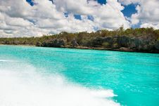 Free White Sand Beach Blue Ocean Royalty Free Stock Photos - 10256848