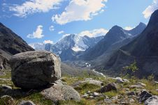 Free Boulder And Mountains Royalty Free Stock Photos - 10258248