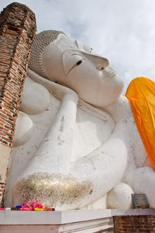 Free Reclining Buddha Statue In Thailand Stock Photo - 10260030