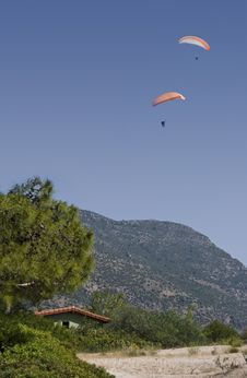 Free Olu Deniz Paragliders Royalty Free Stock Photography - 10268367